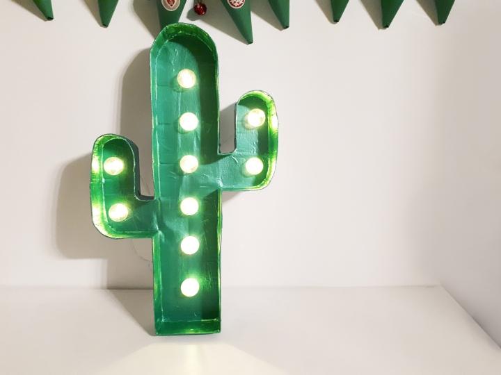 DIY Déco #8 – Un Noël piquant avec le cactuslumineux