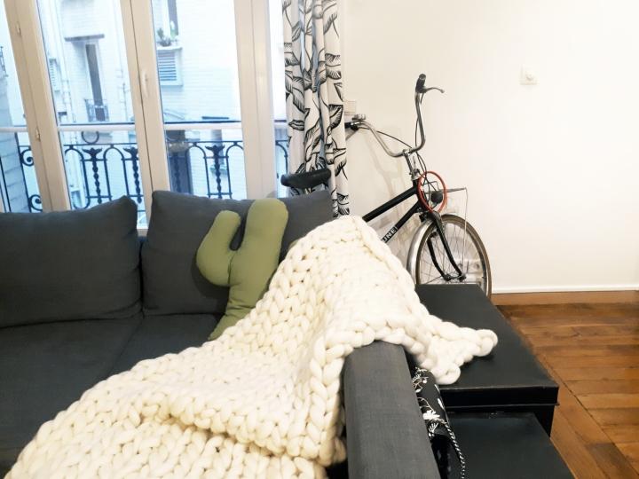 DIY Déco #10 – Une couverture en maxi laine à tricoter avec sesmains