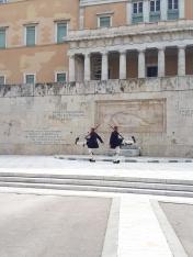 Place Syntagma - Gardes devant le Parlement Grec à Athènes