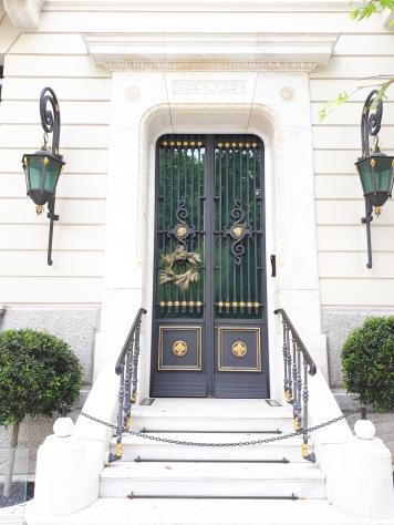 Porte et couronne à Athènes