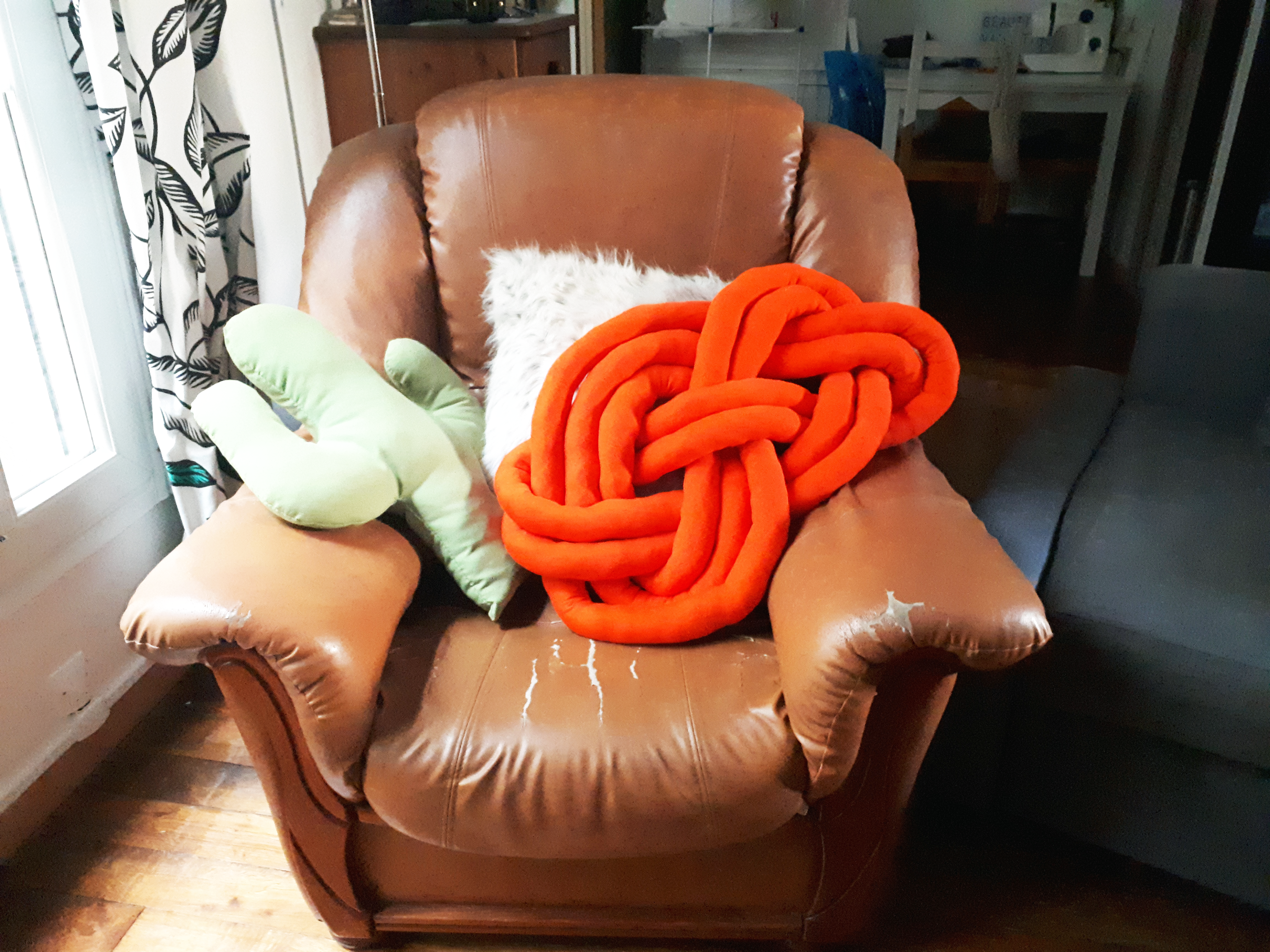 DIY-Couture-coussin-noeud-hygge-Cactus-and-Style